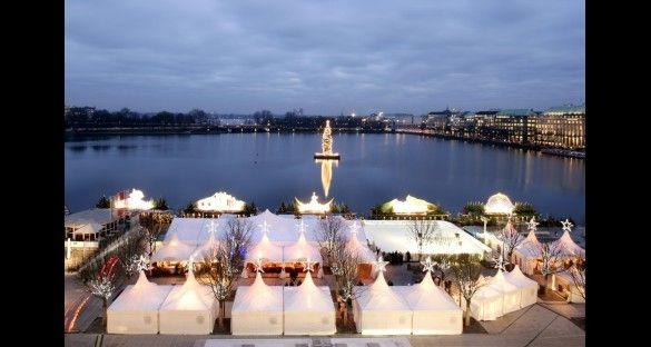 El principal mercado de Navidad en Hamburgo se encuentra al lado del Alster.