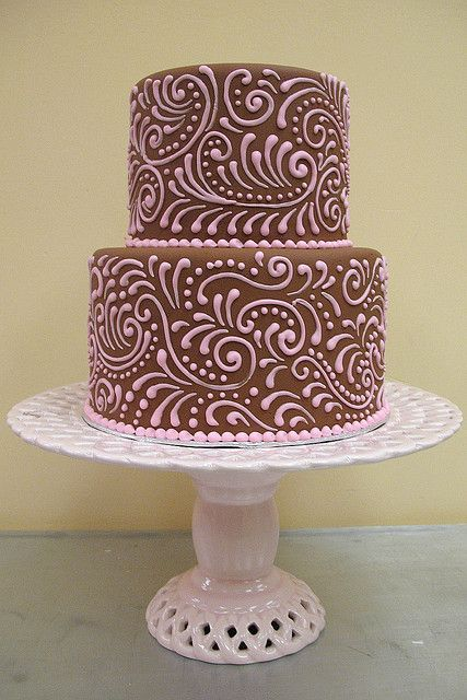 Piped paisley in pink and brown.  Wish I had piping skills like this.