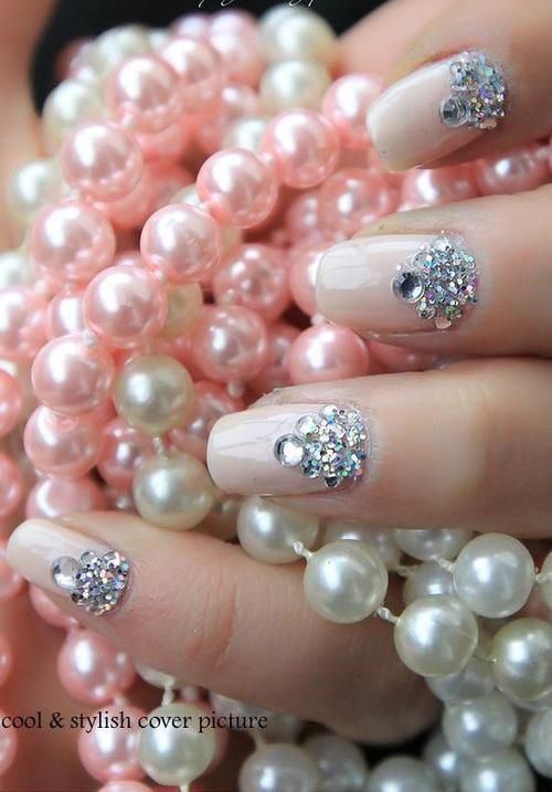 pink-and-only-pink: Pink pearls and jeweled nails http://littlebeautybagcta.blogspot.ro/2013/01/snow-queen-colaborare.html#axzz2YNtucGdD