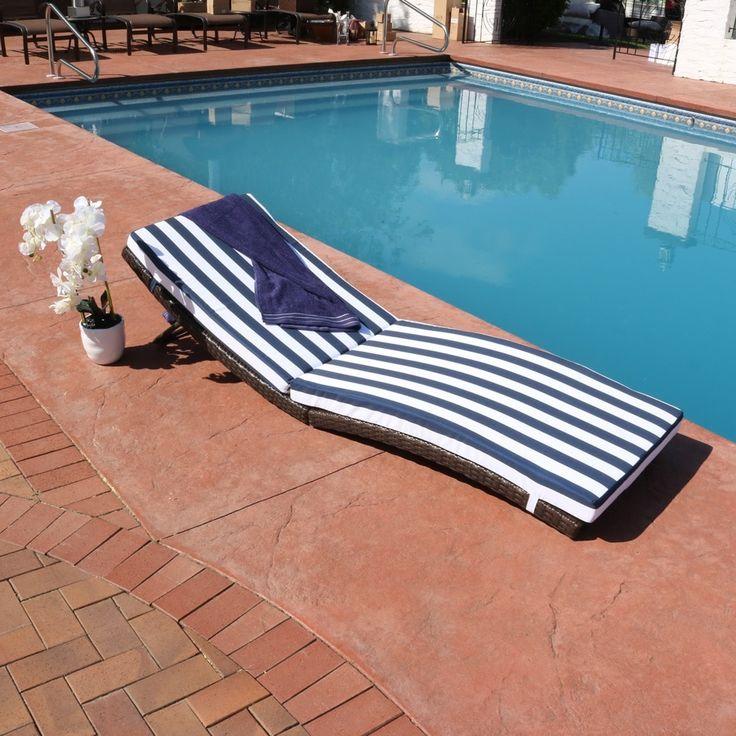 Sunnydaze Maui Wicker Rattan Folding Sun Lounger with Blue Stripes, Patio Furniture (Aluminum)