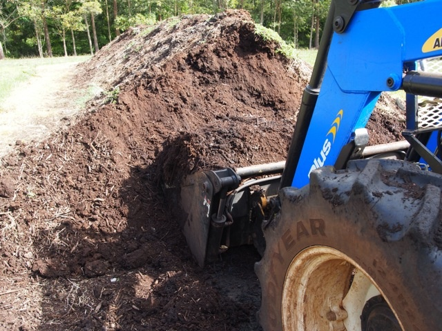 LATE SEPTEMBER After several months and several turnings our 200 tonnes of rich compost are ready to spread in the orchard this week.