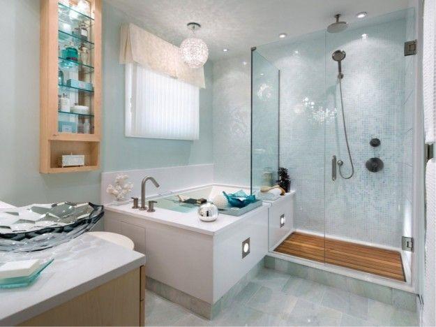 Bagno con vasca idromassaggio e cabina doccia