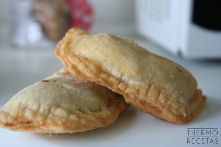Hoy os presento unas empanadillas estilo moruno , que como apreciaréis por la foto, son un poco improvisadas. De repente, se nos presentaron invitados casi
