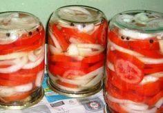 Вкусные помидорки на зиму, съедаются вместе с маринадом, в особенности, если консервировать таким образом крупные резаные помидоры.