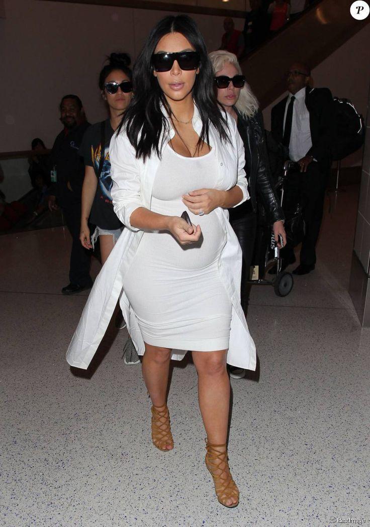 Kim Kardashian enceinte arrive à l'aéroport de Los Angeles en provenance de la Nouvelle-Orléans, le 4 août 2015.