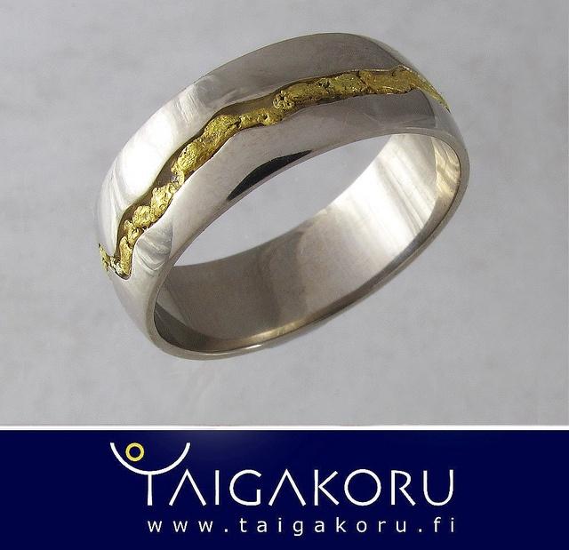 KVS87 Vihkisormus, valkokulta, kultahiput. Wedding ring, white gold, goldnuggets from Lapland. www.taigakoru.fi by TAIGAKORU, via Flickr