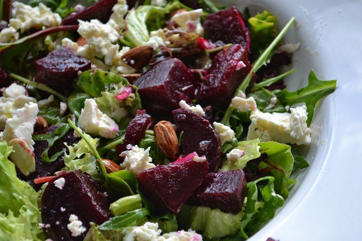 Rode bietensalade met amandelen en feta