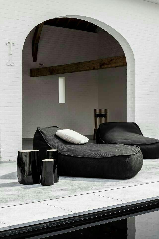 Lounge poufs