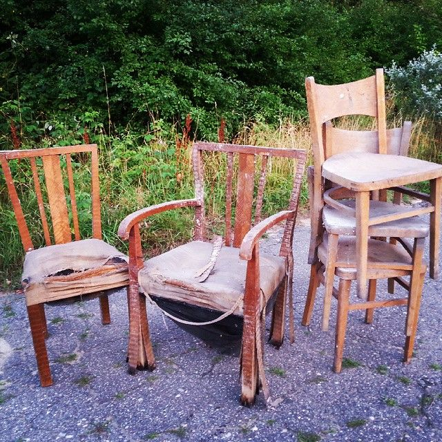 Just arrived Chairs of the 40's/50's Krzesła gabinetowe i krzesła biurowe Sporo pracy ale jeszcze do uratowania #vintage #interiors #industrial #design #loft #retro #vintageshop #sklepvintage #poznan #chairs #armchair #sessel #antiques #silla #krzesło #chair #stuhl #antiques #brocante #starocie #40s #40er #50er #50s #lata50te #lata40te