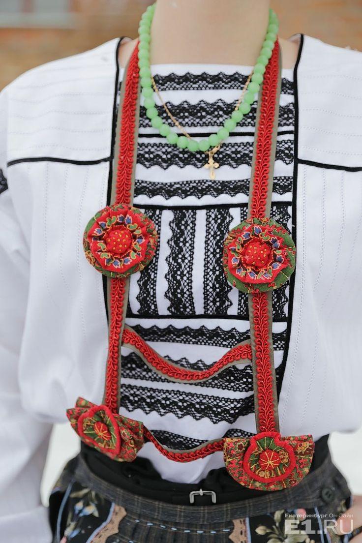Сарафаны, душегреи, панёвы: иконописец из Заречного сшила коллекцию современных платьев в русском стиле