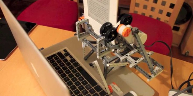 This Lego Robot Kills The DRM Protection In Your Kindle E-Books