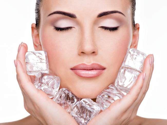 Hielo terapia para rejuvenecer el rostro