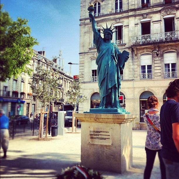 Hommage aux victimes du 11 septembre à #bordeaux – place Picard
