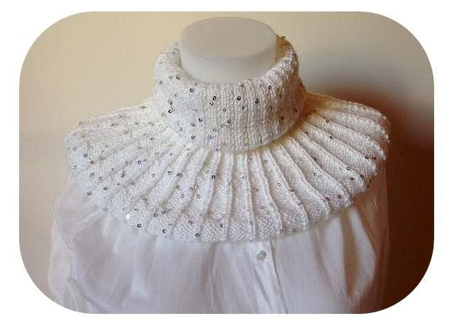 """Snood """"blanche neige"""" en laine à paillettes couleur blanche : Echarpe, foulard, cravate par des-outils-et-des-perles"""
