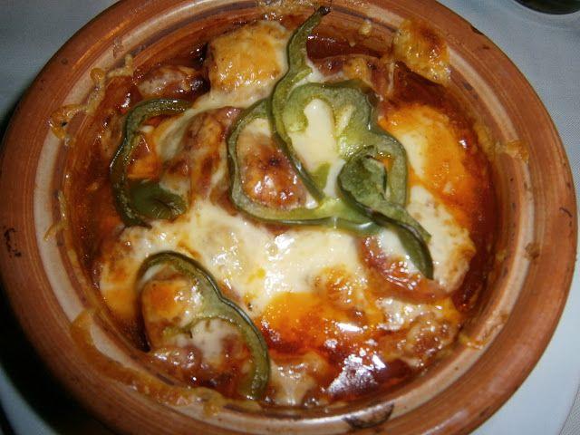 """Απολαύστε τον σαν """"μεζέ"""" ή συνοδεύστε το με πιλάφι ή πουρέ ή πατάτες τηγανιτές και απολαύστε ένα νοστιμότατο πλήρες γεύμα.    Υλικά συνταγής    1 κιλό χοιρινό κρέας κομμένο σε μικρές μπουκιές  3 σκελίδες σκόρδο ψιλοκομμένες  1 κρεμμύδι ξερό σε φέτες  1"""