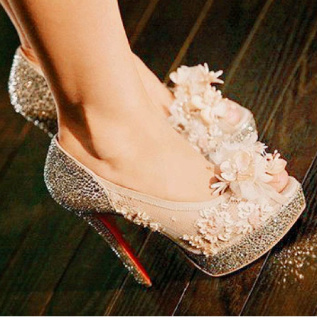 I cant find these heels, but they're so pretty: Fashion, Christina Aguilera, Style, Dreams, Wedding Shoes, Christian Louboutin Shoes, Burlesque, Heels, Christianlouboutin