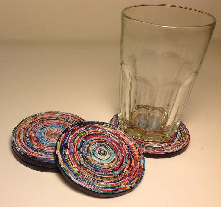 Posavasos (9 cm diámetro) hechos con rollitos de papel de revistas - Paper art