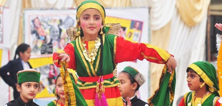 traditional costume : HIMACHAL PRADSESH