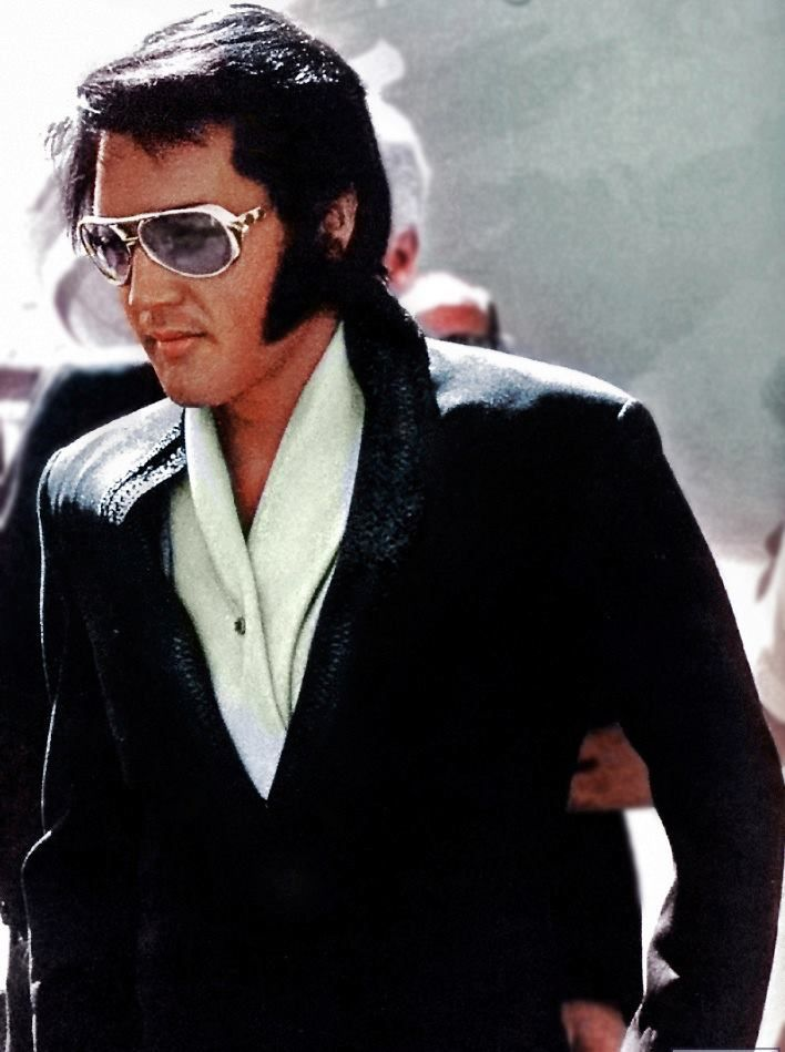 Elvis - Arriving in Phoenix, AZ for his performance that night, Wednesday, September 9, 1970.
