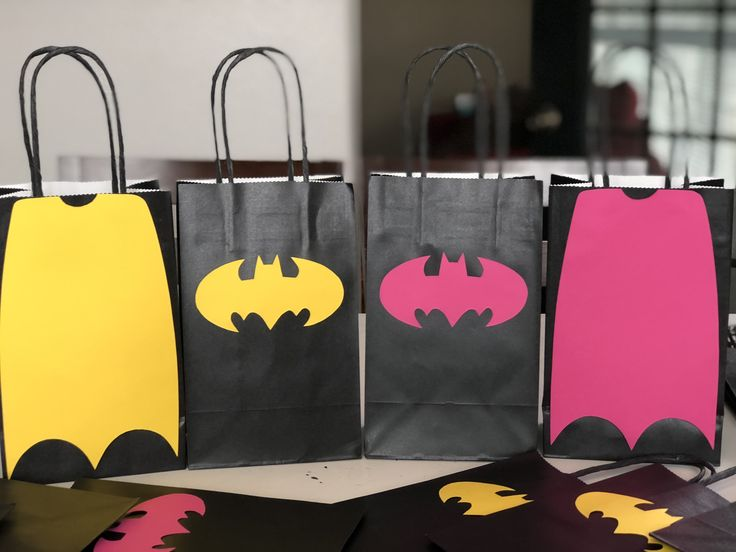 Cute and Simple!!! Batman and Batgirl Birthday Party Themed Favor Bags!!! #batman #batgirl #batmanparty #batgirlparty #batmanbirthday #batgirlbirthday #batmancake #batgirlcake #party #birthday #birthdaygirl #birthdayboy #partyplanner #partytime #partydecor #eventplanner #events #event #eventplanning #houston