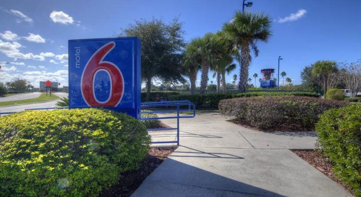 Motel 6 Orlando - International Drive Orlando Centrally located just off Orlando's International Drive, this motel offers direct access to shopping dining and entertainment.  A cable TV and telephone are included in each room at this motel. A work desk is also offered.