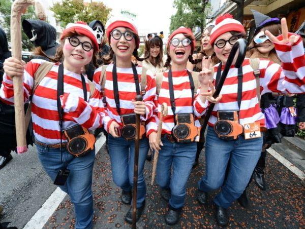 Welches ist das lustige Fasching- Kostüm,das Sie jeweils gesehen haben?Haben Sie gemerkt,was für unglaubliche Einfälle manche... Gruppenkostüme für Fasching