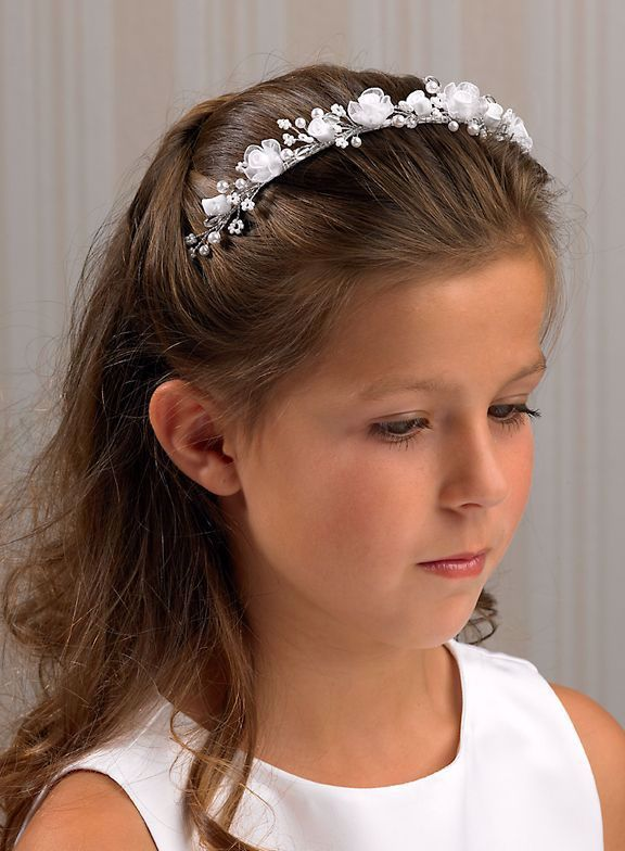 Pin By Kholisare S On Trend 2020 2021 In 2020 Communion Hairstyles Flower Girl Hairstyles First Communion Hairstyles