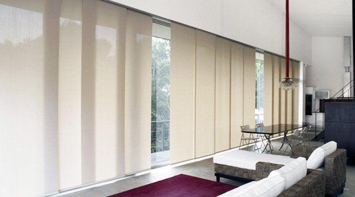 Panel oriental: compuesta por paneles verticales, excelente para grandes ventanales.
