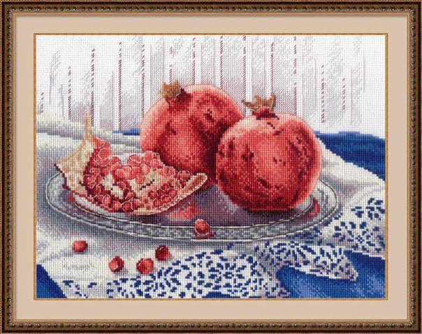 Гранатовое настроение. Натюрморты художницы Марии Мишкарёвой отличаются элегантностью и простотой в одном флаконе. Именно эта особенность её рисунков вдохновила «М.П.Студию» на создание целой череды вышивок.  Создайте в своем доме гранатовое настроение! Вышейте пару сочных спелых фруктов на блестящем блюде и наслаждайтесь экстравагантным терпким послевкусием каждый раз, когда посмотрите на эту работу. Удовольствие для вас и для всех окружающих гарантировано #mpstudia #вышивка #натюрморт…