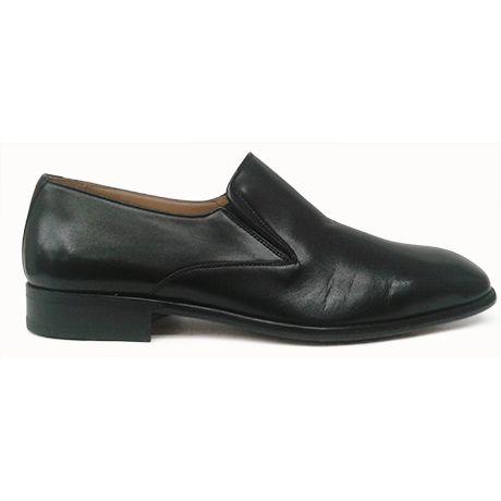 Zapato mocasín de pala lisa en color negro de Magnanni vista lateral