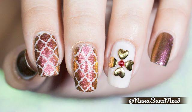 Holo Moroccan nails by @nanasanzmes3