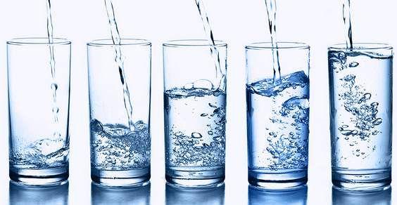 """La nutrizionista Annarosa Pretaroli: """"Per avere una pelle sana bevete dieci bicchieri di acqua al giorno!""""..."""