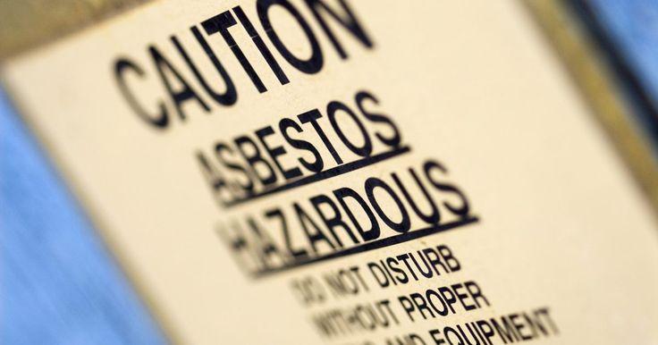 Sinais de doenças relacionadas ao amianto. Doenças relacionadas ao amianto são assustadoras. Não há sintomas iniciais de ser contaminado pelo material. Pode levar até 40 anos para que algumas pessoas exibam quaisquer sintomas de exposição. Quando os sintomas de fato aparecem, eles são parecidos com os de outras doenças e podem ser negligenciados.