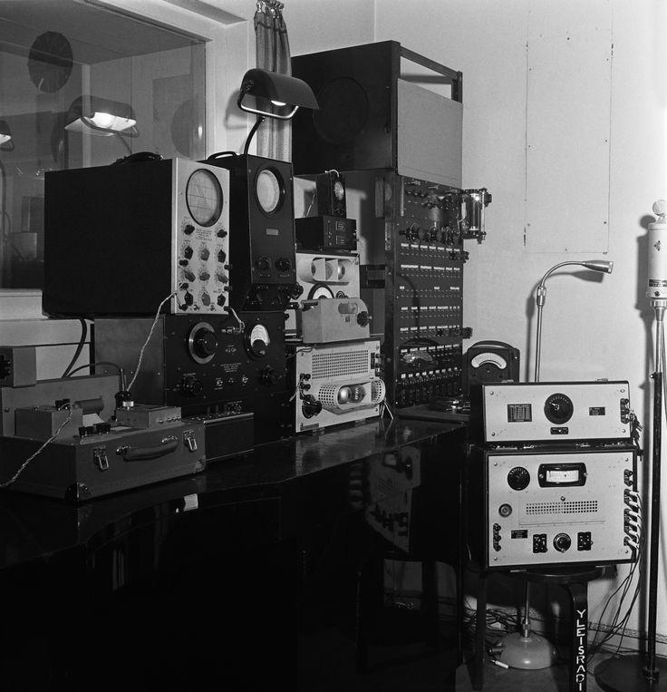 Equipment of Yleisradio's workshop's laboratory, ca. 1938.