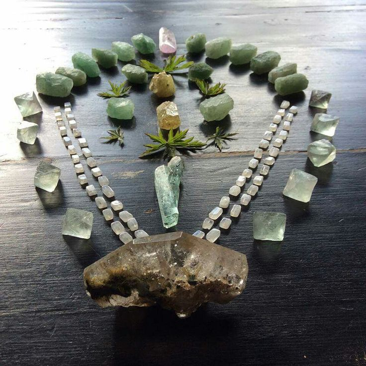 Brazilianite, Aquamarine, Rutile Quartz, Green Aventurine, Fluorite, Moonstone, Kunzite and leaves of the Geranium plant  It takes love to be fearless to face the eyes in the mirror and be tender to speak softly  to the abundance  your being is showing guiding you to who you are °Woodlights Woudlicht  A crystal grid of a while ago. I was mesmerized by Brazilianite at the time...how it brought shivers down my spine...
