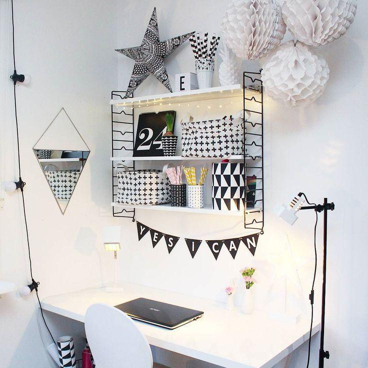 Dags att blogga! Jag har min egen lilla kombinerade blogg och pysselhörna med motiverande ord på väggen när det känns lite extra motigt att avsluta ett projekt typ anmäla vab på försäkringskassan  Har ni någon hörna i hemmet som ni kan kalla er egen?  #sovrum #bedroom #diy #bloggare #blogga #workspacestyling #workspace #inredning #interior123 #interior4all #interior #skandinaviskehjem #scandinavianhome #lillatussilago #lagerhausfavoriter #loppisfynd #loppis #styleroom #myhome #monochrome…