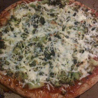Broccoli Pizza: Layer a whole wheat Boboli with tomato sauce, steamed ...