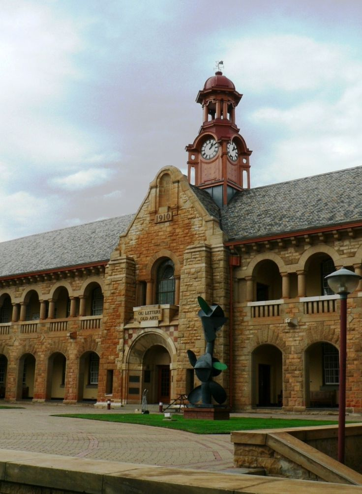 File:Old Arts Faculty Building, University of Pretoria - I still remember when this building was covered in ivy and they started removing it all!