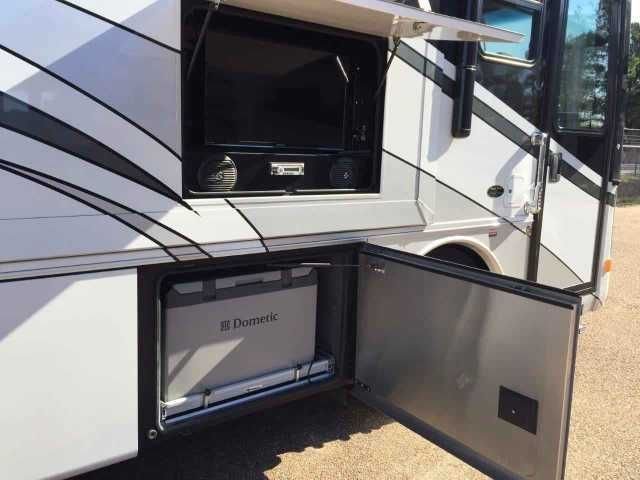 """2013 Used Forest River Charleston 430QS Class A in Mississippi MS.Recreational Vehicle, rv, 2013 Forest River Charleston 430BHQS. The RV measures approximately 43 feet 6 inches in length. Optional equipment includes Symphony Cherry wood package, stackable washer/dryer, booth dinette, dual control """"Select Comfort"""" mattress, slide-out cargo tray in basement, exterior entertainment center, power cord reel, slide-out pantry, lighted grab handle, keyless entry & base4ment freezer. It is powered…"""