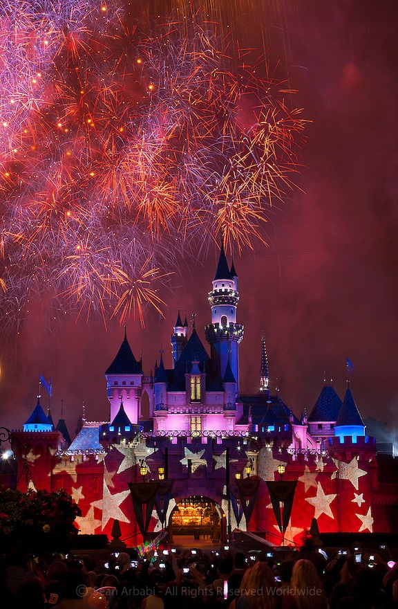 Another shot from 4th of July.....USA: California: Orange County: Anaheim: Disneyland: Fireworks zoom and boom over Sleeping Beauty's Castle on the 4th of July - © Sean Arbabi   seanarbabi.com