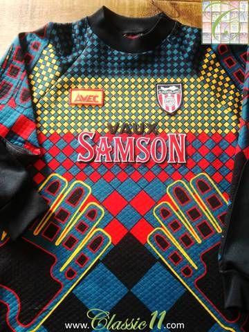 Official Avec Sunderland Goalkeeper football shirt from the 1994/1995 season.