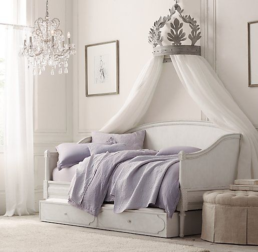Bellina Twin Daybed - The the wall hanging for princess drapes...