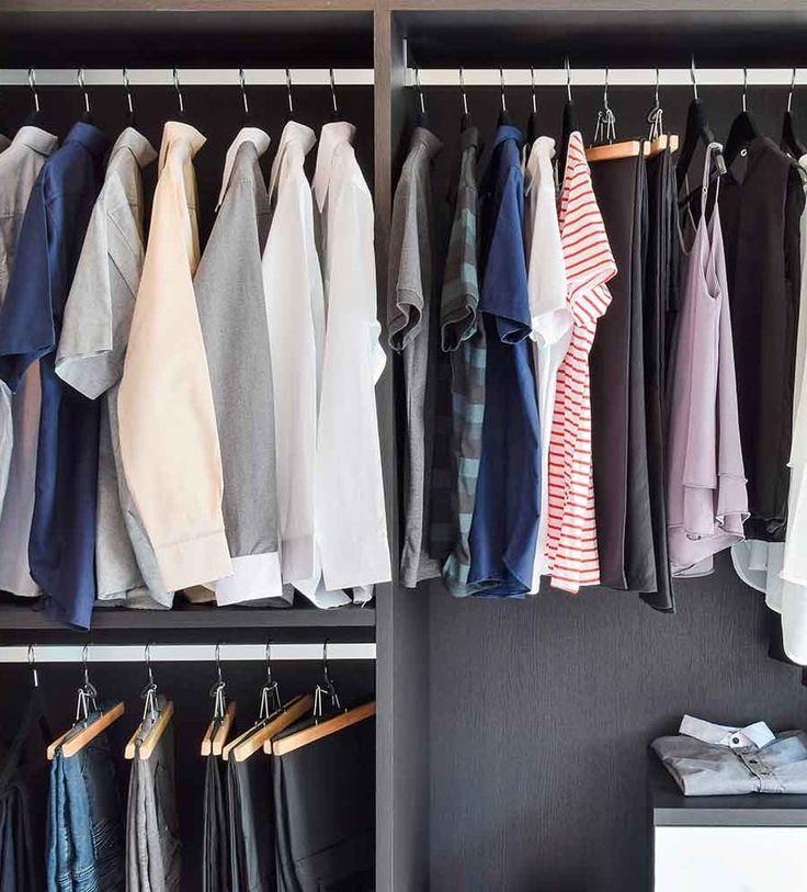 ARMARIO EN ORDEN  Para organizar el armario, podemos ordenarlo por por categorías (pantalones, camisas, blusas…), por tipos de looks (de diario, para la oficina, ropa de casa, de vestir…) o por colores. Como más cómodo te resulte. Limpieza de otoño | Ventas en Westwing