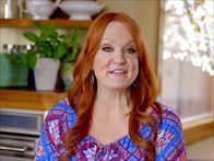 Get this all-star, easy-to-follow Blueberry Nectarine Crisp recipe from Ree Drummond