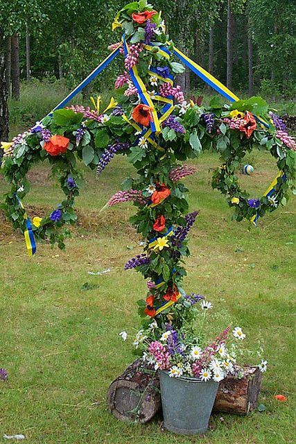 Maypole at Midsummer by MikQuattro, via Flickr