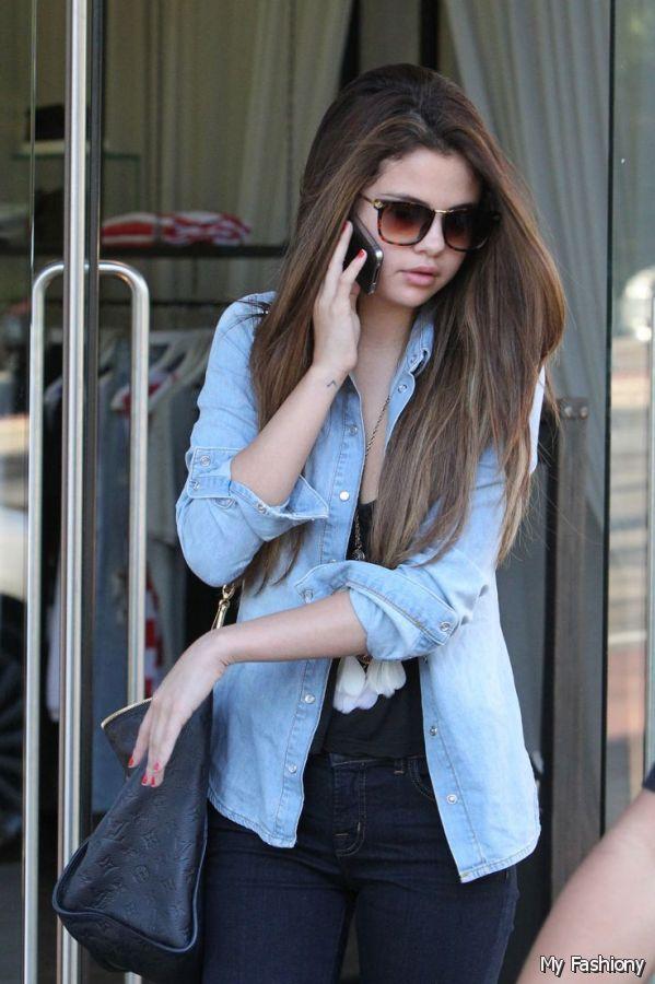 Selena Gomez http://showbzinn.com/celebrity/female/selena-gomez-spotted-holding-hands-with-her-new-man/attachment/selena-gomez-2016/