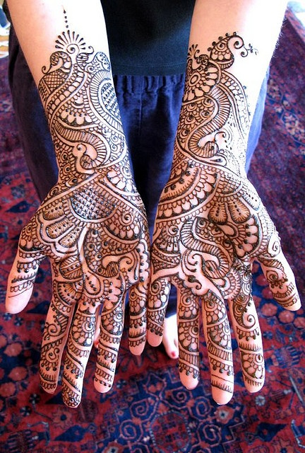 The usage of Henna signifies a mark of identity and is an act of embracing beauty.  I love how the intricate and enchanting designs wrap around the fingertips and palms.  I would love to travel to Morocco and have myself adorned with Moroccan Henna. #holtspintowin