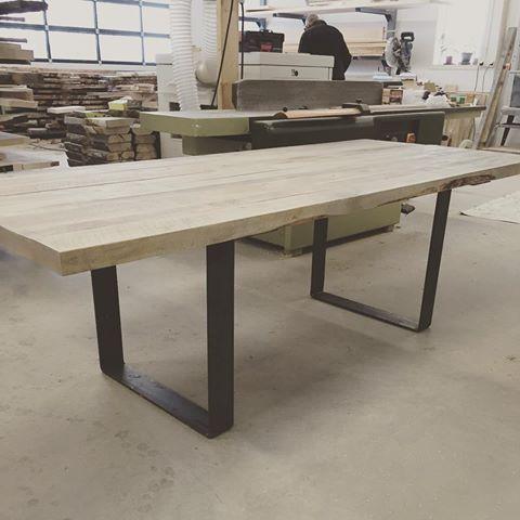 Bilderesultat for spisebord med stålben