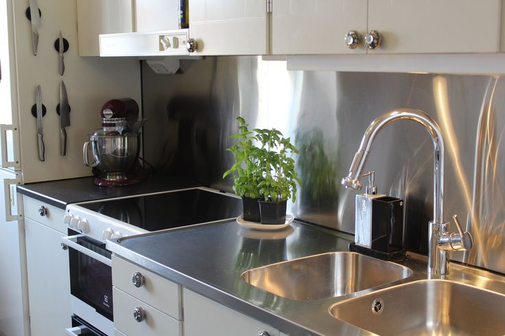 Kitchen. Metal splashback