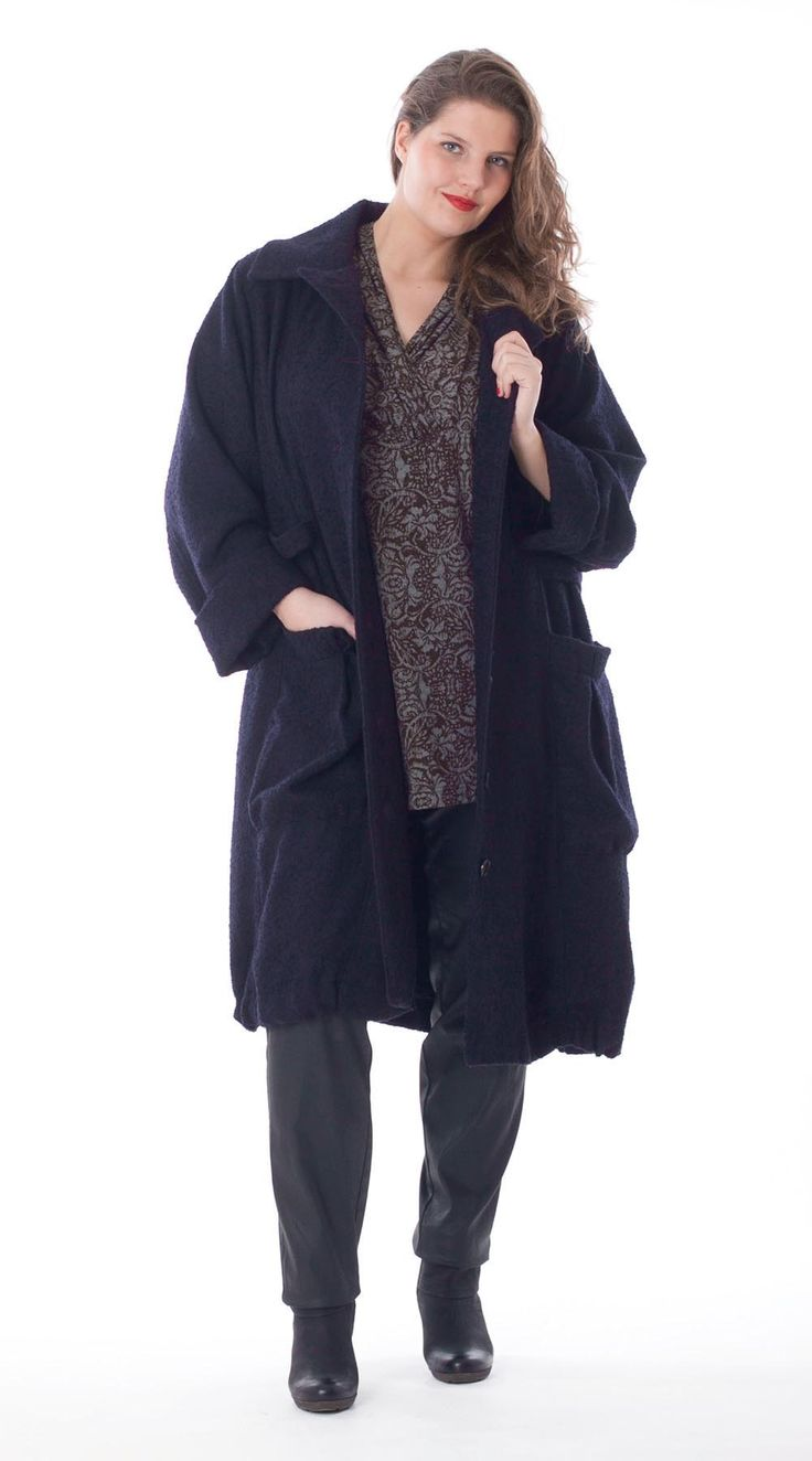 Exelle | curvy fashion | long winter coat with big pockets